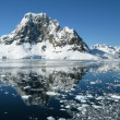 Glacier in ocean — Stockfoto