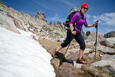 Hiking woman in mountains with snow — Foto de Stock