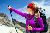 Woman hiking with backpack in mountains — Stok fotoğraf