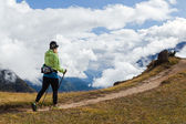 Woman hiker walking in Himalaya Mountains, Nepal — Stock Photo