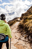 Woman walking hiking in Himalaya Mountains, Nepal — Stock Photo