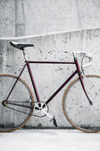 City bicycle and concrete wall, vintage style — Stock Photo