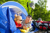 Couple backpackers camping in tent — Stock Photo