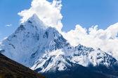 Montanhas ama dablam, paisagem do himalaia — Fotografia Stock