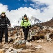 Foto Stock: Couple walking and hiking in Himalaya Mountains