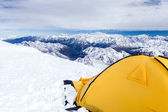 Camping in Caucasus Mountains on Elbrus landscape — Stock Photo