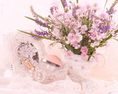 Flowers and cosmetics — Stock Photo