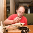 Man in the restaurant eating sushi — Stock Photo