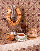 Traditional old Russian tea kettle with bagels — Stok fotoğraf