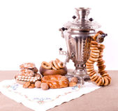 Traditional old Russian tea kettle with bagels — Stock Photo