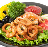 Fried calamari rings served with sauce — Stock Photo