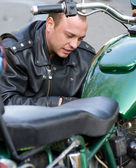 Man sitting by motorcycle — Stock Photo