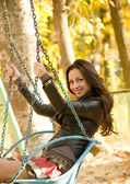 Beautiful smiling girl in park — Photo