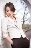 Young brunette woman portrait outdoors — Stock Photo