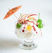 Deser z wiśniami — Zdjęcie stockowe