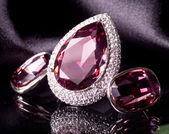 Piękny pierścionek i kolczyki — Zdjęcie stockowe