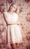красивая молодая женщина в модной одежды — Стоковое фото