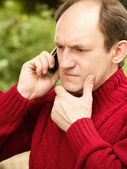 Senior man talking on cellphone — Stock Photo