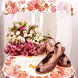 The beautiful shoes with a bouquet of roses on a chair — Stock Photo