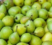 Green pears at a famers market — Stock Photo