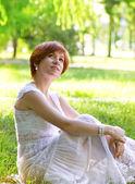 Beautiful pregnant woman in green garden — Stock Photo