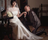 Bruid en bruidegom op hun trouwdag — Stockfoto