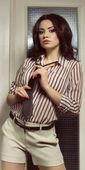 Fashion portrait of a beautiful young woman — Fotografia Stock