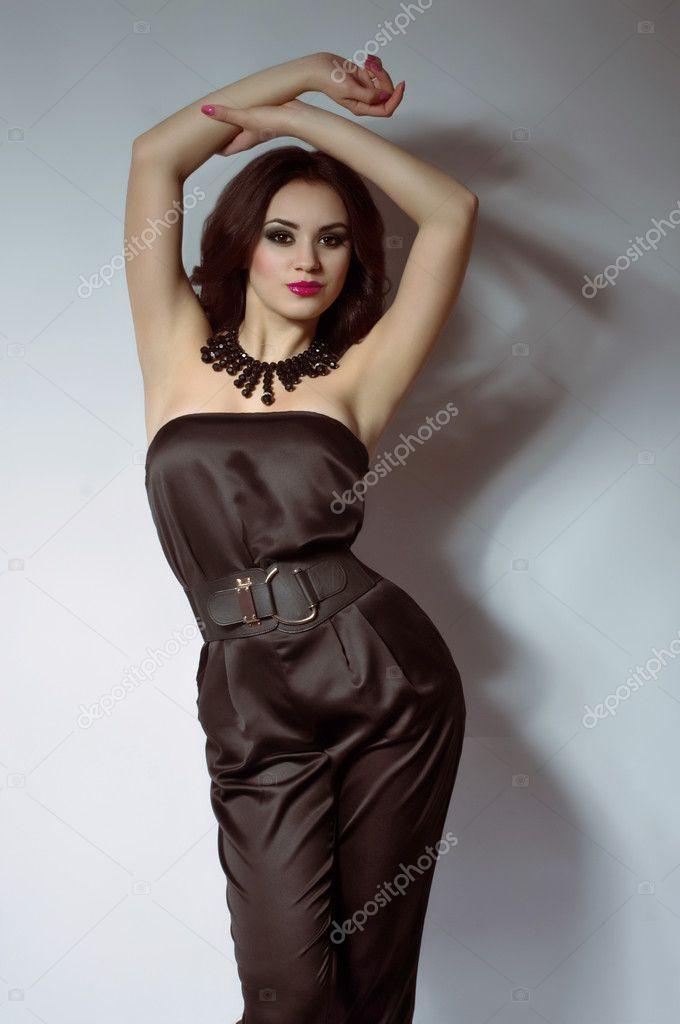 женщина в красивой комбинации фото