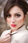 美しい女性の屋外の肖像画 — ストック写真