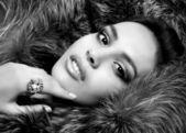 Portrét ženy v kožichu — Stock fotografie