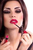 Kvinna med rött läppglans läppar — Stockfoto