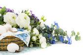 Påskägg med blommor — Stockfoto