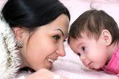 Giovane madre felice con bambino — Foto Stock