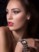 Kvinna med klocka — Stockfoto