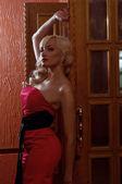 穿红衣服的女人 — 图库照片