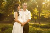Couple in green garden — Foto de Stock