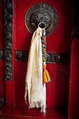 Old door at Buddhist monastery — Stock Photo
