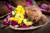 Flower and coconut offerings for Hindu religious ceremony — Stock Photo