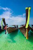 Tropical beach landscape. Thai traditional long tail boats — Stock Photo