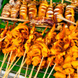 Traditional Thai food at market. Grilled seafood on sticks. Cala — Stock Photo