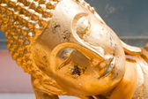 Close up face of resting Golden Buddha (Tuesday) in Wat Phra Yai — Stock Photo