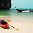 Tropical beach landscape with red canoe boat at ocean - Stockfoto