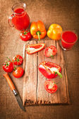 Fresh organic vegetable juice, tomatoes and paprika — Stock Photo