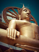 Big golden Buddha statue. Thaikand — Stockfoto