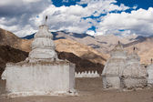 Buddhist stupa over Himalaya mountains. India — Stockfoto