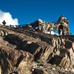 Buddhist stone tower and praying flags at Himalaya — Stock Photo