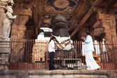 Indian people at Brihadeeswarar Temple. India — Foto de Stock