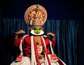 Indyjski aktor wykonywania tradititional kathakali tancerki — Zdjęcie stockowe