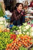Khmer woman selling greengrocery at traditional marketplace. Siem Reap, Cambodia — Stock Photo
