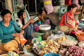 Khmer women selling greengrocery and spices at marketplace, Cambodia — Stock Photo